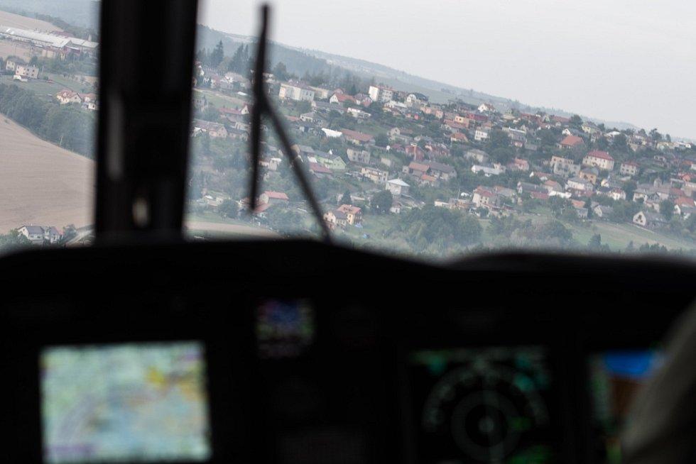 Dny NATO 2015 na ostravském letišti v Mošnově. Letecké záběry z paluby vrtulníku AW 139m zajištěného firmou AgustaWestland.