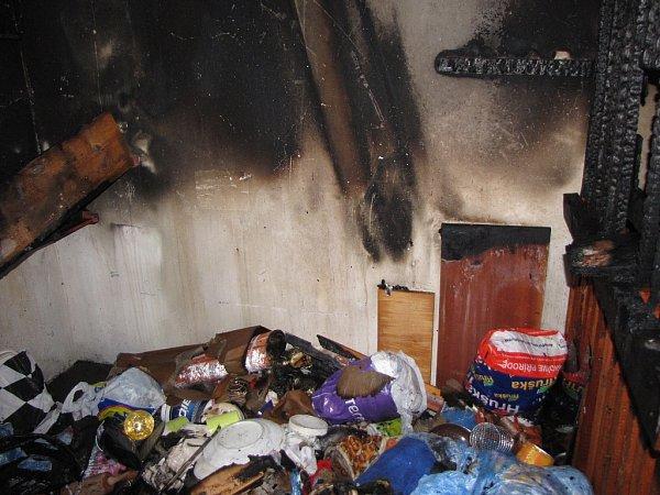 Požár sklepních boxů vOstravě-Dubině.