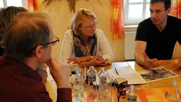 Ovzduší opět plné prachu, hodnoty dvojnásobně překračující povolené limity. Tak přivítala Ostrava zástupkyni ombudsmana Jitku Seitlovou, která zde přijela na pozvání zástupců občanského sdružení Vzduch.