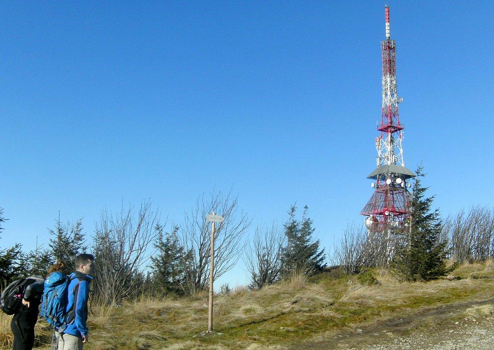 PŮLDRUHÉ hodiny autem po dálnici z Ostravy se naskýtá polská alternativa výletů do hor s výhledy i zajímavostmi.