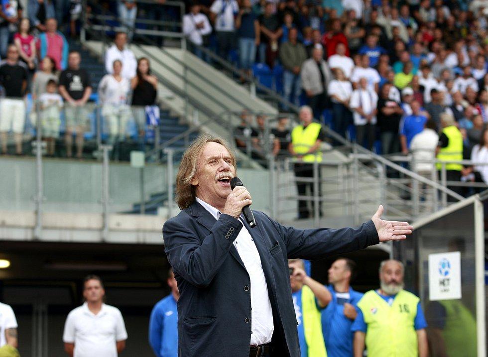 V roce 2017 zahájil Jaromír Nohavica v Ostravě utkání Baníku s pražskou Slavií hymnou.