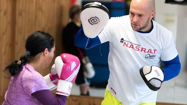 JOSEF PEKÁREK je na roztrhání. Kromě organizace akce Box Gala Night musí poctivě trénovat na svůj zápas s Pavolem Polakovičem. Aby toho nebylo málo tak ještě plní roli trenéra, kdy připravuje i další borce na velký boxerský svátek.