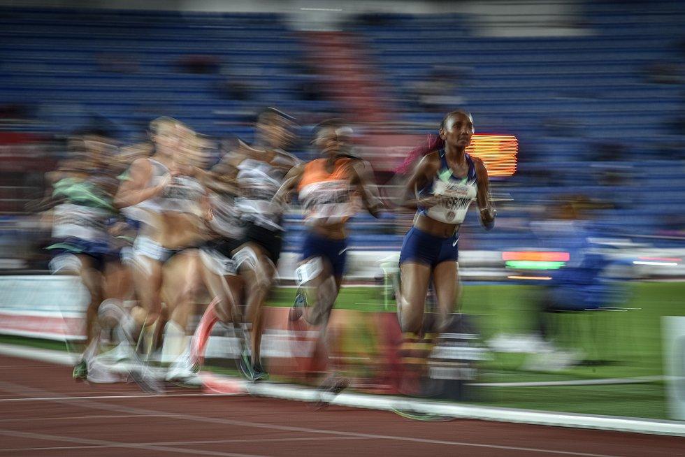 Zlatá tretra Ostrava - 59. ročník atletického mítinku, 8. září 2020 v Ostravě. Závod 5000m ženy - (vpravo) Eva Cherono.