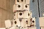 Výstava v Gongu - Krištof Kintera pyramida z automatických praček