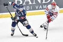 Čtvrtfinále play off hokejové extraligy - 1. zápas: HC Oceláři Třinec - HC Vítkovice Ridera, 20. března 2019 v Třinci. Na snímku (zleva) Ondřej Roman a Petr Vrána.