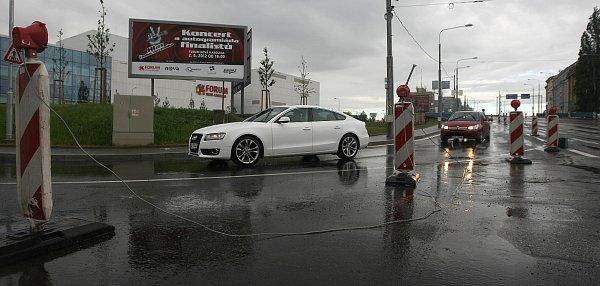 Dopravní situace vcentru Ostravy včásti kolem Nové Karoliny vpátek ráno.