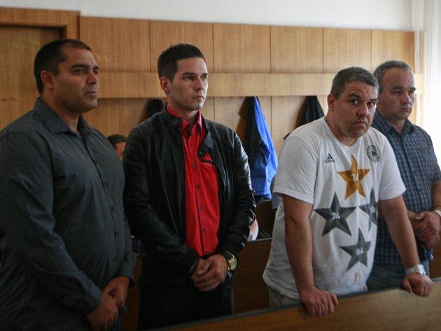 Krajský soud v Ostravě se začal zabývat případem rozsáhlých krádeží vozidel. Některým z obžalovaných hrozí až deset let vězení.