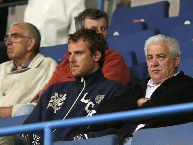 Druhý zprava Pavel Kubina s otcem.