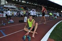 Opavský rodák Jakub Holuša letos předvádí na patnáctistovce výborné výkony, jen mu prozatím ke spokojenosti chybí překonání českého maxima, které drží časem 3:34,87 minuty Jan Kubista.