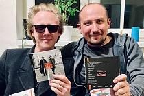 Štěpán Kozub (na snímku vlevo) a Jiří Krhut se svým debutovým albem.
