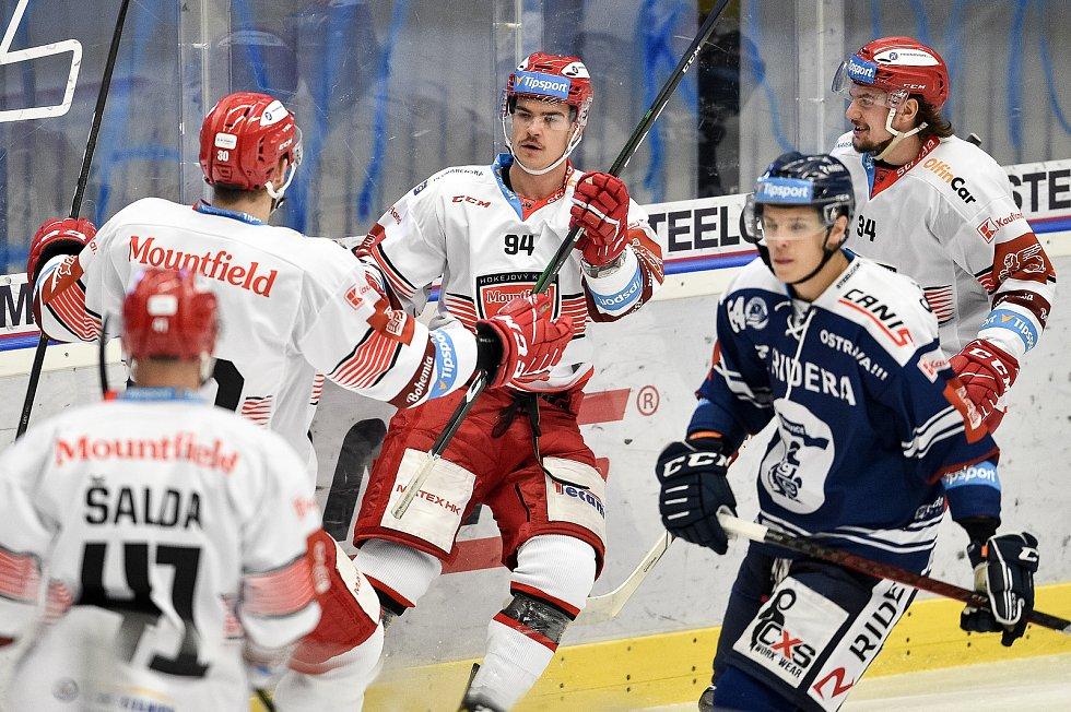 Utkání 15. kola hokejové extraligy: HC Vítkovice Ridera - Mountfield Hradec Králové, 9. listopadu 2020 v Ostravě. (střed) Jordann Perret z Hradce Králové.