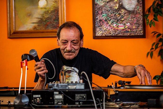 Jeden zprvních DJ Pavel Fiala vTV Clubu vOstravě, květen 2019