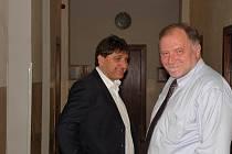 Na snímku Petr Kellovský (vlevo) se svým obhájcem Tomášem Sokolem krátce před závěrečnými řečmi.