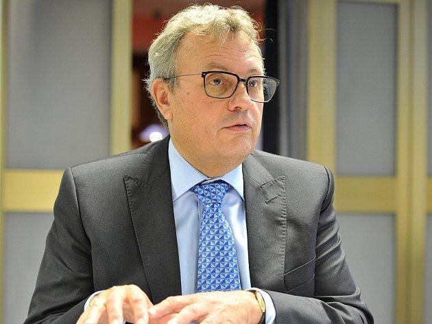 Vladimír Dlouhý, prezident Hospodářské komory České republiky, v rozhovoru pro Deník.