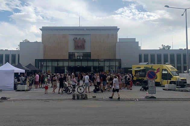 Velká žranice sLukášem Hejlíkem a místními bistry vOstravě-Porubě.