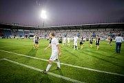 Utkání Fotbalové národní ligy mezi Ostravou a Opavou bylo v 17. minutě přerušeno poté, co fanoušci vtrhli na hrací plochu.