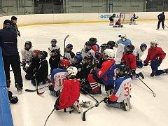 ČÍŇANÉ OPĚT V OSTRAVĚ. Hokejový klub HC Vítkovice Ridera přivítal výpravu z pekingského klubu Tiger Hockey Club, který se v Ostravě zúčastnil desetidenního kempu.