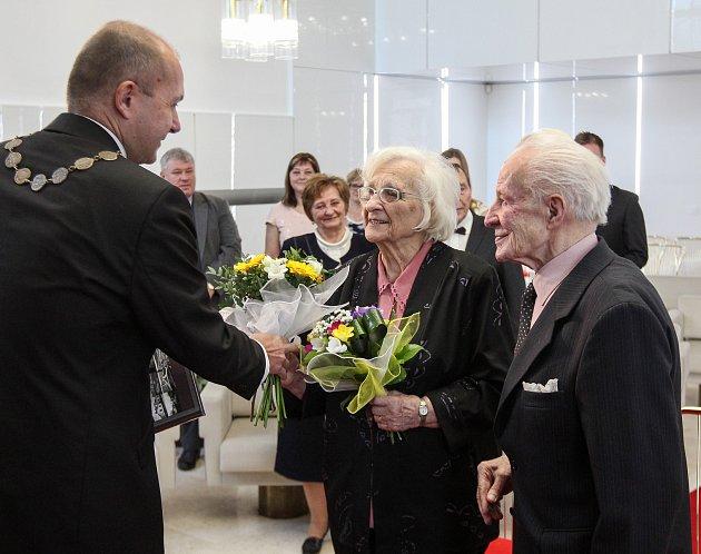 Korunovační svatba - výročí 75let od svatby. Manželé František a Jarmila Galasovi