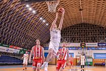 Basketbalisté NH Ostrava porazili v sobotnímu utkání 22. kola ligy favorizované Pardubice 81:78. Základní části zakončili na předposledním 11. místě. Nyní je na řadě nadstavba. Foto: NH Ostrava
