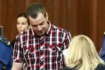 Petr Kramný (37 let) z Karviné obžalovaný z dvojnásobné vraždy u Krajského soudu v Ostravě.