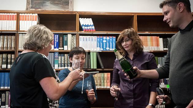 Křest audioknihy pro nevidomé a slabozraké Chodci v soumraku od Václava Chytila (vlastním jménem Vítězslav Bělovský) v Moravskoslezské vědecké knihovně v roce 2017.