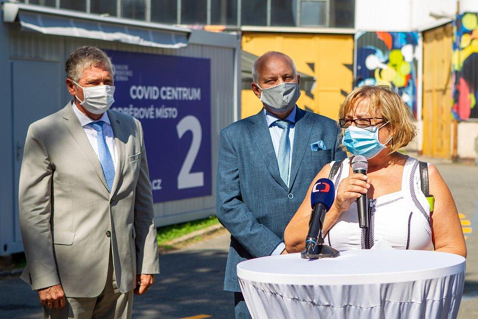 Slavnostní otevření covid centra ve Fakultní nemocnici Ostrava. Zleva Ivo Vondrák, Zbyněk Pražák a Pavla Svrčinová, 12. srpna 2020.