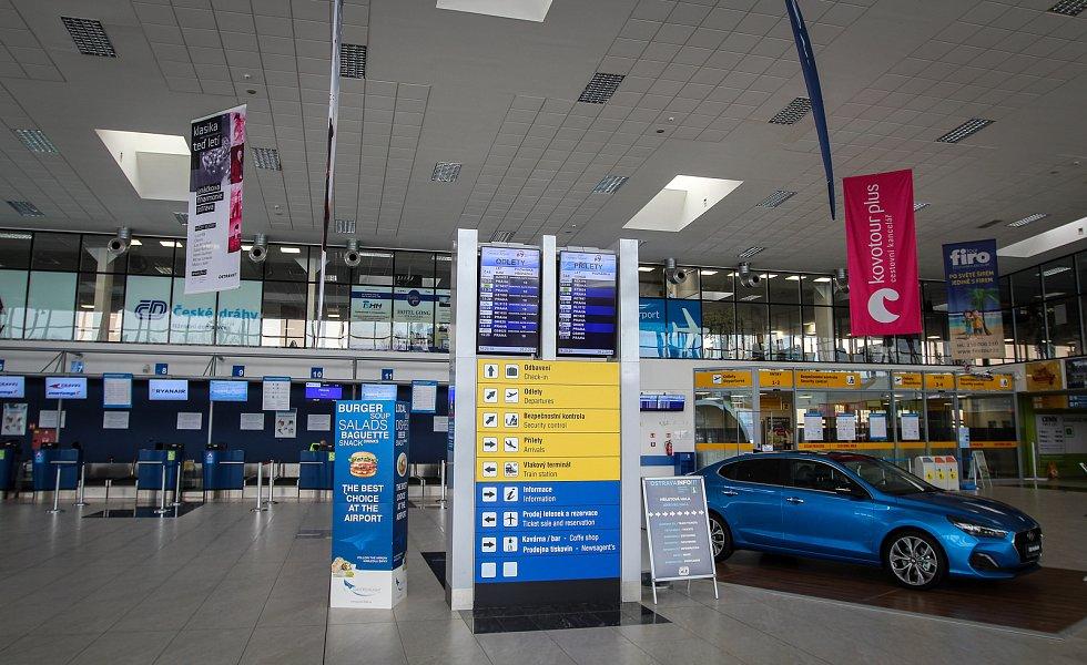 Letiště Leoše Janáčka v Mošnově.Vlakové nádraží na letišti v Mošnově.