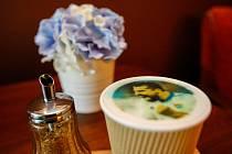 Ostravská kavárna Atlantik nabízí kávu, v jejíž pěně jsou natištěné fotografie.