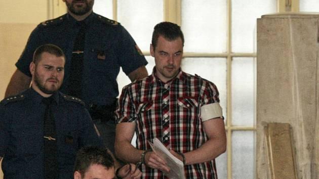 Petr Kramný na chodbě ostravského krajské soudu.