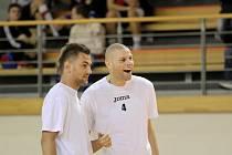 Hráči plzeňské Viktorie Radim Řezník a David Bystroň měli i v Polance dobrou náladu.