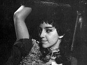 Nina Divíšková jako Dolores v inscenaci Divadla Petra Bezruče Zmoudření Dona Quijota (premiéra 16. dubna 1965).