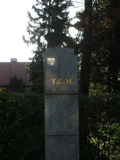 Na tomto podstavci stála busta T. G. Masaryka