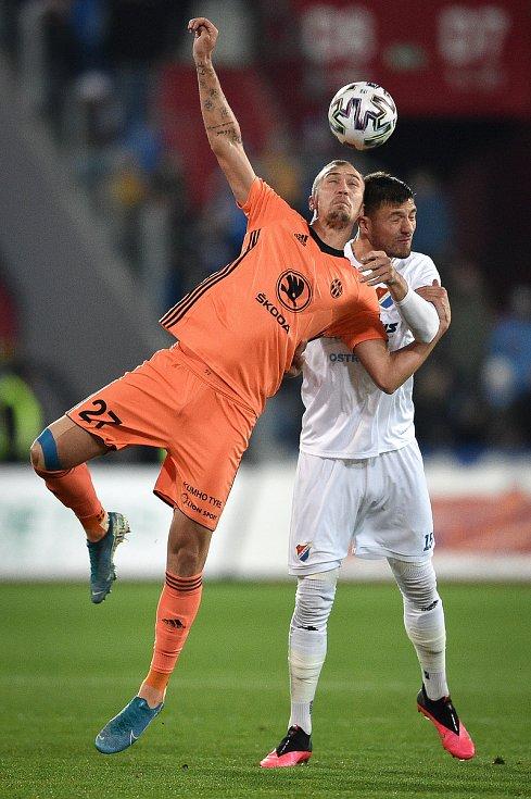 Utkání 24. kola první fotbalové ligy: Baník Ostrava - FK Mladá Boleslav, 9. března 2020 v Ostravě. Zleva Jiří Klíma z Mladé Boleslavi a Patrizio Stronati z Ostravy.