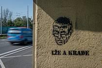 Graffiti proti Andreji Babišovi, září 2020 v Ostravě.