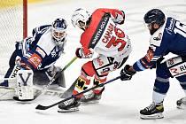 Hokejový útočník Anthony Camara prodloužil o rok smlouvu s Pardubicemi.