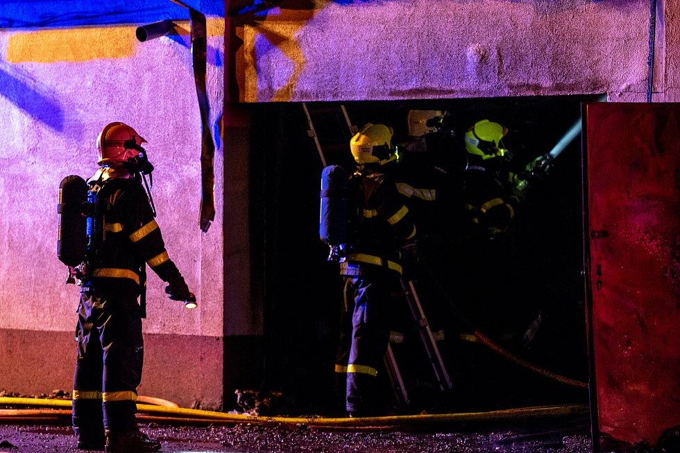 Požár rodinného domu v Počáteční ulici, Ostravě-Hranečníku, 4. dubna 2020.