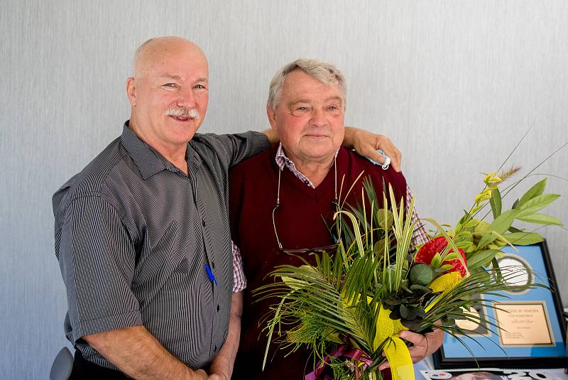Ocenění Vítězslava Máchy (uvedení do síně slávy světové organizace), 19. září 2020 v Ostravě. Vpravo Vítězslav Mácha.