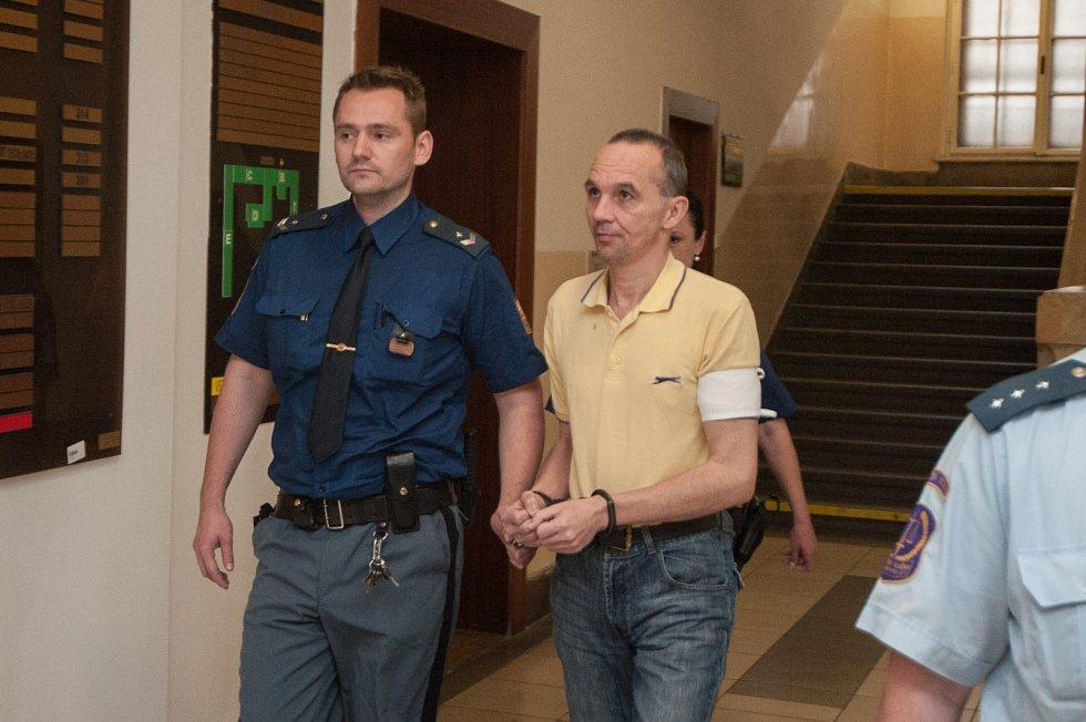 René Nagy na chodbě Krajského soudu v Ostravě.