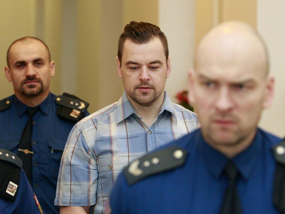 Petr Kramný u soudu. Snímek z dřívějšího soudního líčení.