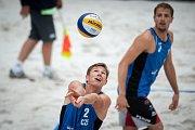 Turnaj Světového okruhu v plážovém volejbalu - zápasy o postup do osmifinále, 22. června 2018 v Ostravě. Na snímku (zprava) Ondřej Perušič a David Schweiner.