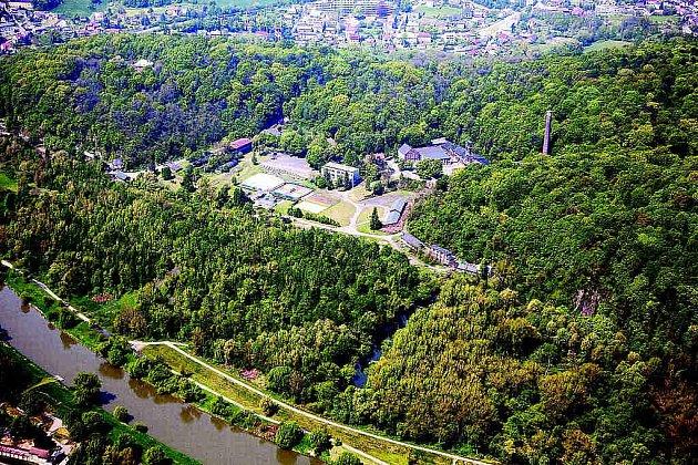 Letecký snímek areálu Hornického muzea vOstravě-Petřkovicích.