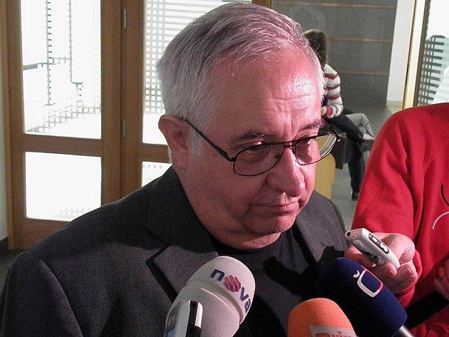 Znalec psycholog Petr Šašík ve čtvrtek před soudem prohlásil, že Stecker trpí syndromem bájného lhaní.