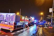 V noci na pondělí do autobusové zastávky v Ostravě najela s vozem značky Fiat Doblò padesátidvouletá řidička.