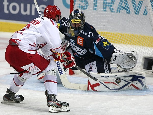 Snímky zutkání HC Vítkovice Steel - HC Oceláři Třinec.