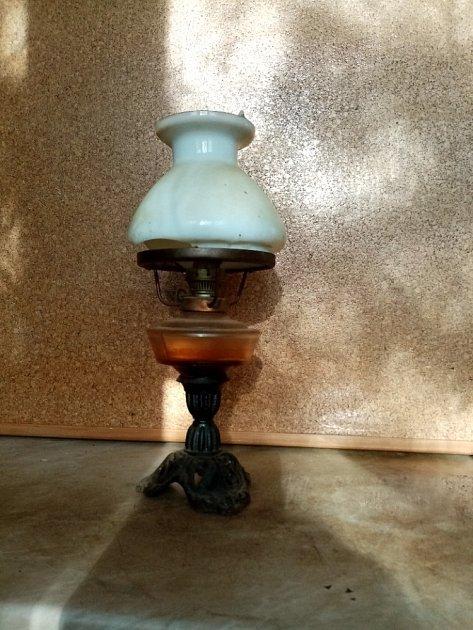 Petrolejová lampa.