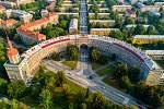 Ostravská čtvrť Poruba připravuje rekonstrukci kulturní památky – objektu Oblouku, jedné znejznámějších staveb ve stylu sorely, stavby, která se dostala i na poštovní známky.