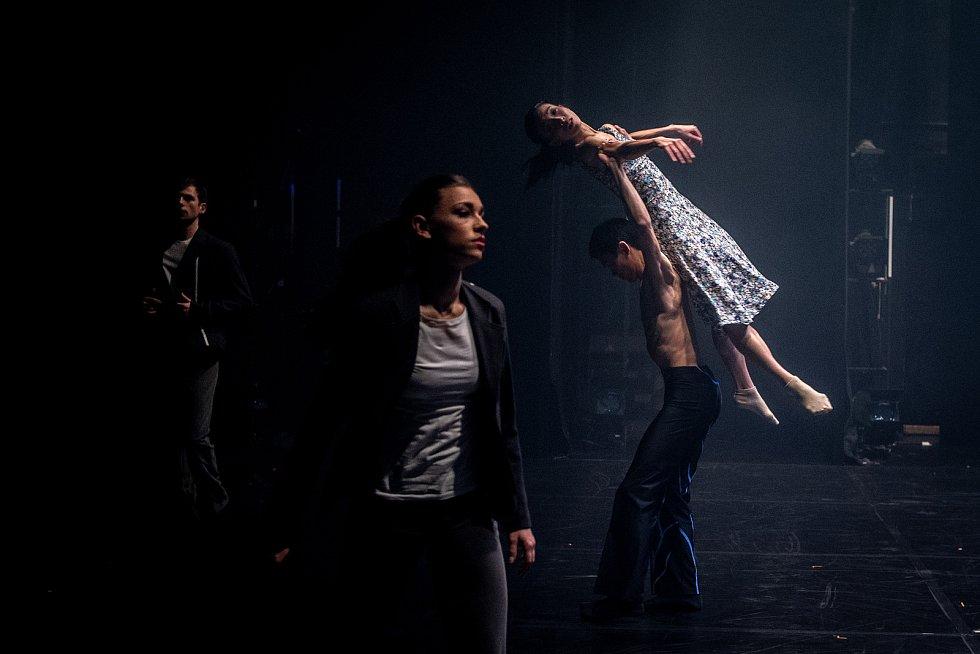 Jeden den s baletkou Shino Sakurado, 5. dubna 2019 v Ostravě. Shino ladí poslední detaily před druhým dejstvím hry.