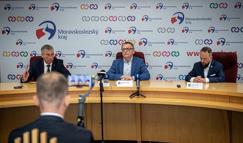 Tisková konference v MS kraji, 17. července 2020 v Ostravě. Zleva Ivo Vondrák (hejtman MS kraje), Lubomír Zaorálek (ministr kultury ČR) a Tomáš Macura (primátor města Ostravy).