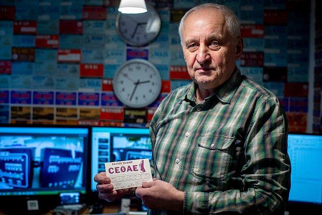 Radioamatér Jiří Král vrozhovoru pro Deník.