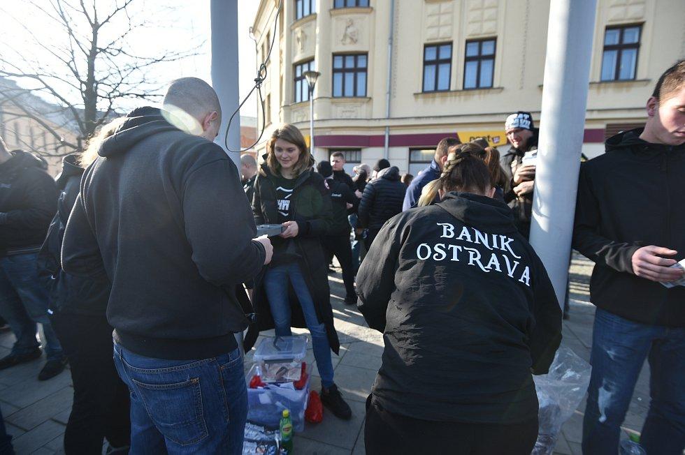 Odjezd fanoušků Baníku z Ostravy do Opavy.
